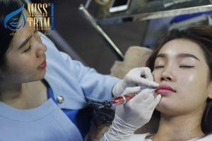 Vì sao phun môi về bị thâm đen? 4