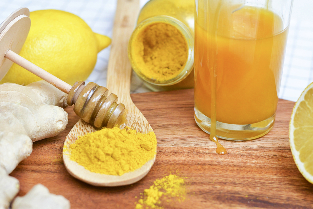 cách lam mặt nạ trị mụn từ mật ong và bột nghệ