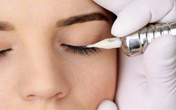 Is Spraying Your Eyelids Dangerous?