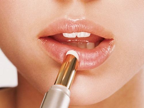 How long does it take to spray lips? 1, 2 Months, or 3 Months?