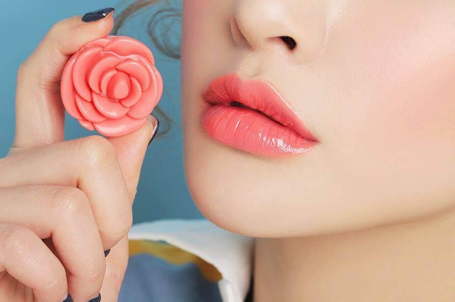 phun môi phủ bóng collagen và những điều cần biết