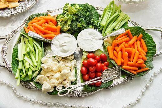 chế độ ăn cho người bị mụn nội tiết
