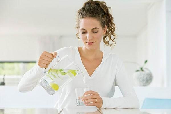 uống nước hằng ngày tốt cho da