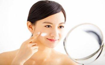 Irregular Skin Care Steps In The Evening Before Sleep