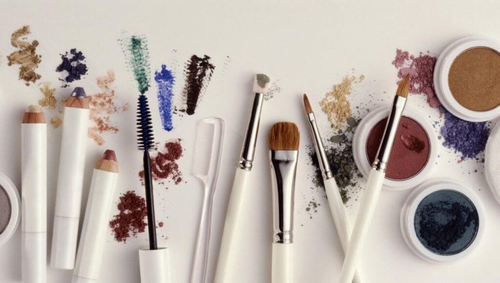 sai lầm khi makeup gây mụn