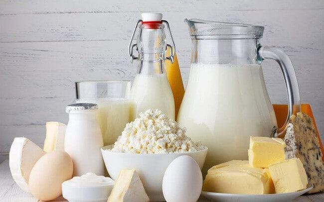 Sữa là thực phẩm dễ gây nên mụn