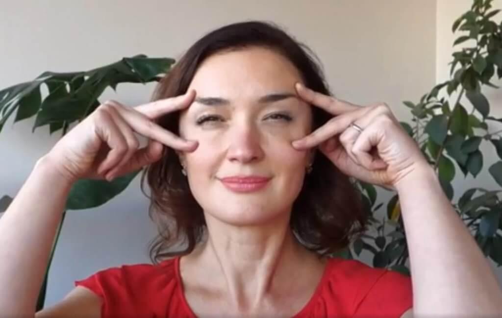 các bài tập giúp khắc phục da mặt bị chảy xệ