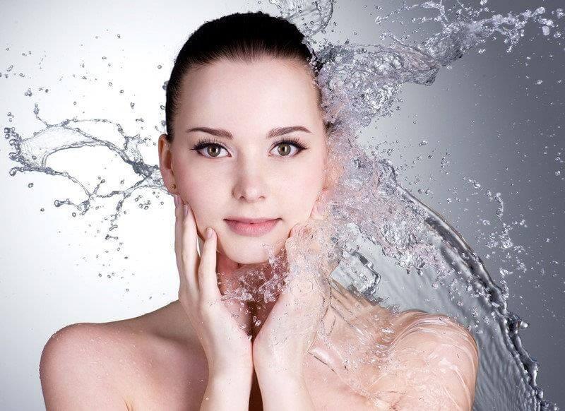 cách khắc phục da mặt bị chảy xệ bằng dưỡng ẩm cho da