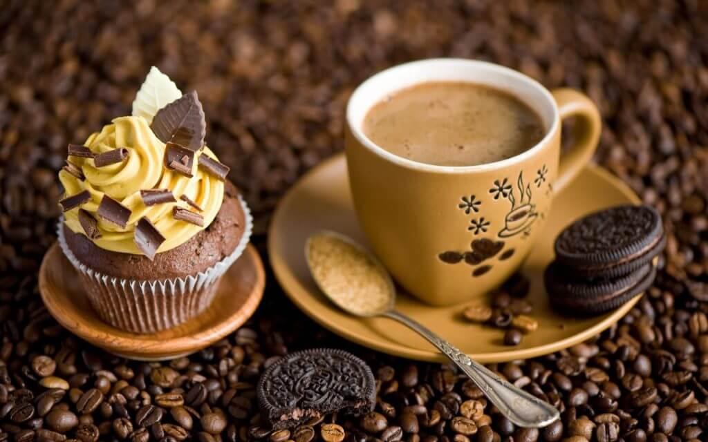 uống nhiều cafe nguyên nhân khiến môi bị thâm