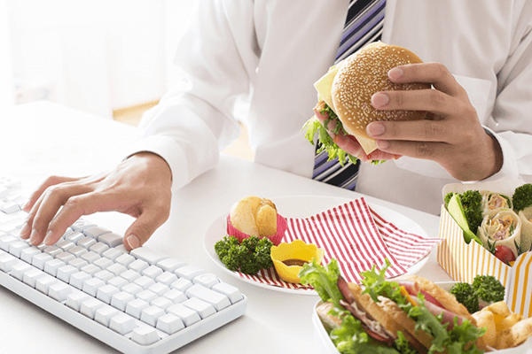 ăn uống thiếu lành mạnh nguyên nhân gây nám da ở nam giới