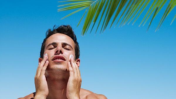 ánh nắng mặt trời nguyên nhân gây nám da ở nam giới