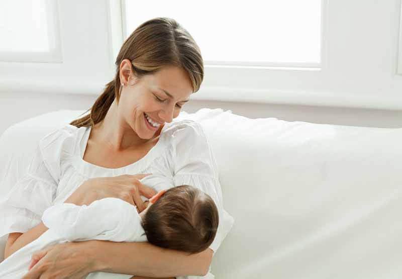 phụ nữ có thai và cho con bú trường hợp không nên phun xăm thẩm mỹ