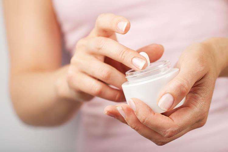 sử dụng kem chống nắng quy trình các bước dưỡng da cho da mụn