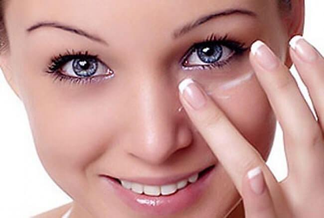 kem dưỡng mắt nào giúp ngăn ngừa vết chân chim hiệu quả