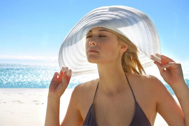 thời tiết nắng nóng nguyên nhân gây mụn cơ thể