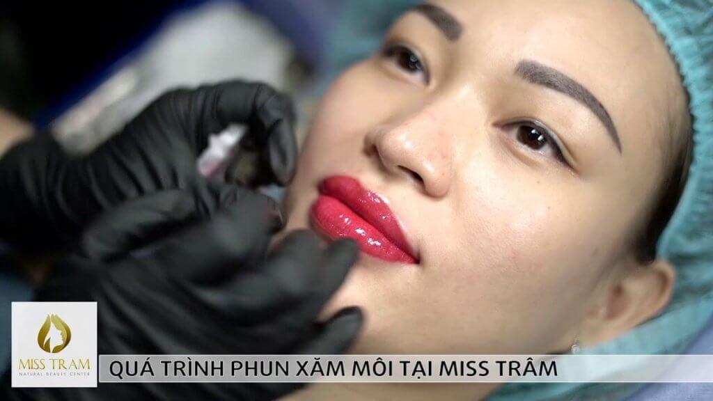 Quá trình phun môi tại Miss Tram