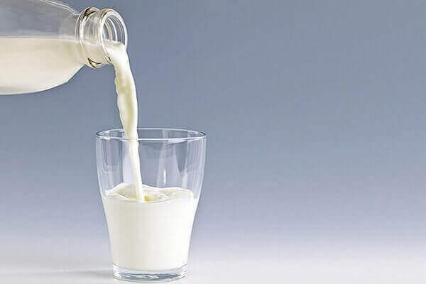 làm mi dài và cong với sữa tươi