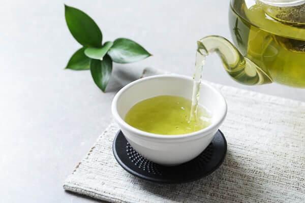 cách làm lông mi dài và cong bằng trà xanh