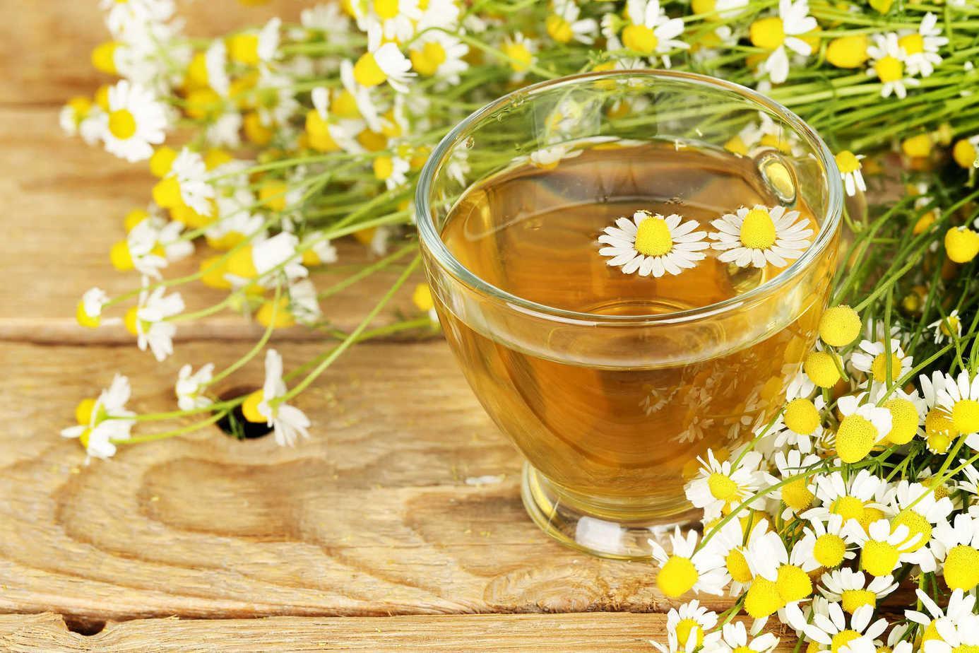 Làm sạch da bằng hoa, thảo dược