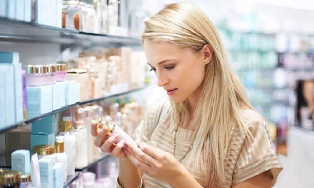 dùng không đúng mỹ phẩm - sai lầm khi chăm sóc da nhạy cảm