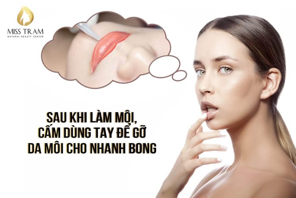 Sau Khi Làm Môi, Cấm Dùng Tay Để Gỡ Da Môi Cho Nhanh Bong