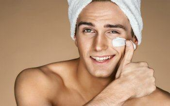 Top 10 Tips for Balancing Oily Skin for Men in Summer