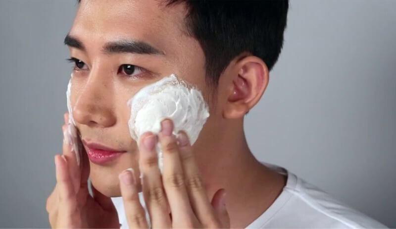 Sử dụng các loại sửa rữa mặt chuyên dụng cho nam