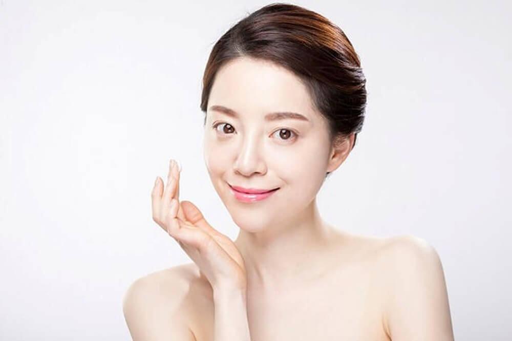 Dưỡng ẩm giúp ngăn ngừa vết nhăn trên da mặt