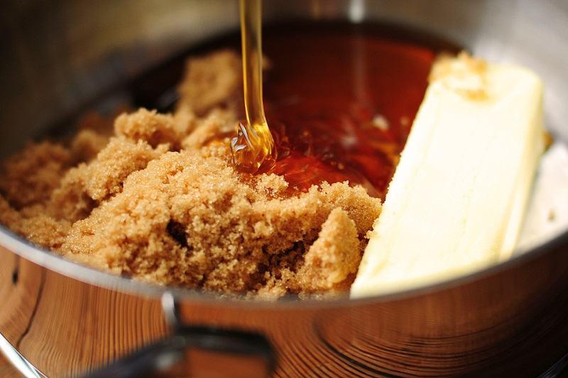 Hỗn hợp đường nấu + bột quế + mật ong