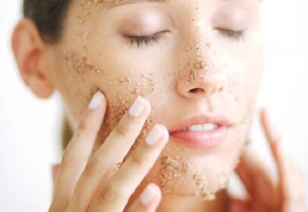 Lười tẩy tế bào chết khiến làn da trở nên xấu đi trong thấy