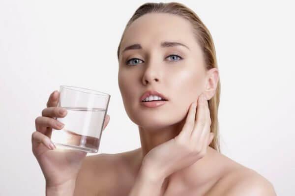 Luôn uống đủ nước mỗi ngày