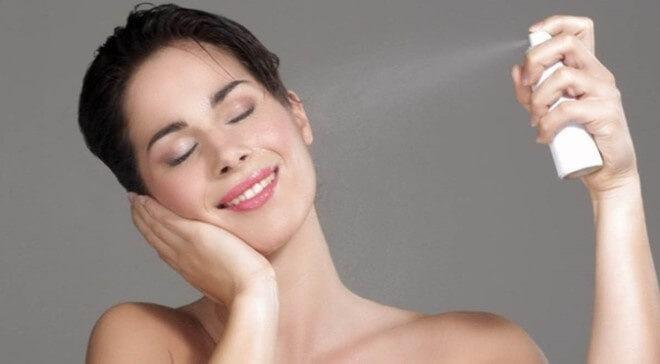 Xịt khoáng giúp dưỡng ẩm cho da